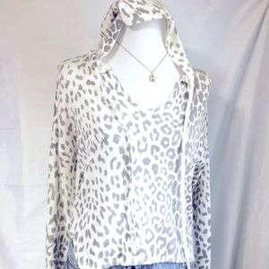 OLIVACEOUS ANIMAL PRINT LIGHT SWEATER WITH HOOD